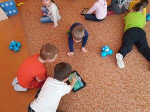 Spotkanie zDashem IDotem wJęzykowej Szkole Podstawowej Młody Kopernik orazPrzedszkolu Michałek wWałbrzychu