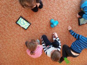 Programowanie dla dzieci zrobotami Dash iDot wJęzykowej Szkole Podstawowej Młody Kopernik iPrzedszkolu Michałek wWałbrzychu 03