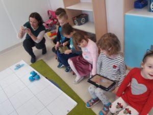 Programowanie robotów Dash i Dot w przedszkolu Frajda w Świdnicy