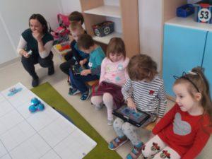 Zajęcia z robotami dash i Dot w Przedszkolu Frajda w Świdnicy