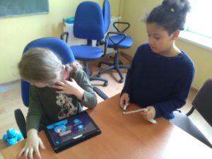 Programowanie dla dzieci zrobotami Dash iDot wŚwiebodzicach